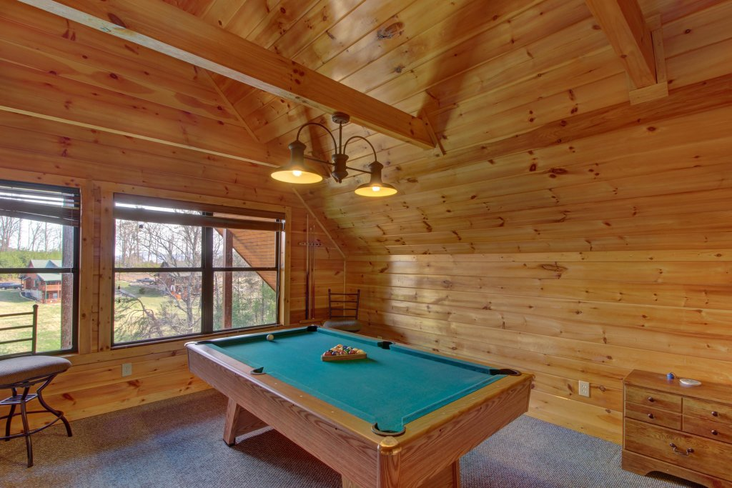 Photo of a Sevierville Cabin named Fit For Kings Cabin - This is the twentieth photo in the set.
