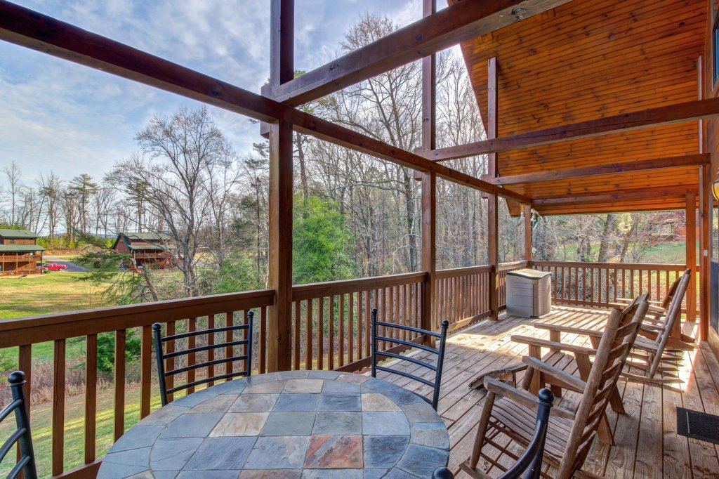 Photo of a Sevierville Cabin named Fit For Kings Cabin - This is the fifteenth photo in the set.