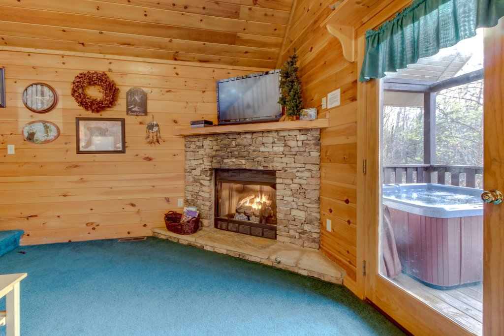 Photo of a Pigeon Forge Cabin named Evening Shade Cabin - This is the first photo in the set.