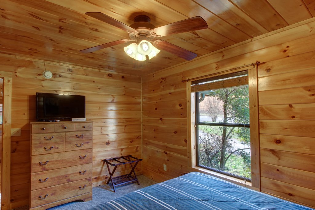 Photo of a Sevierville Cabin named Fit For Kings Cabin - This is the twenty-seventh photo in the set.
