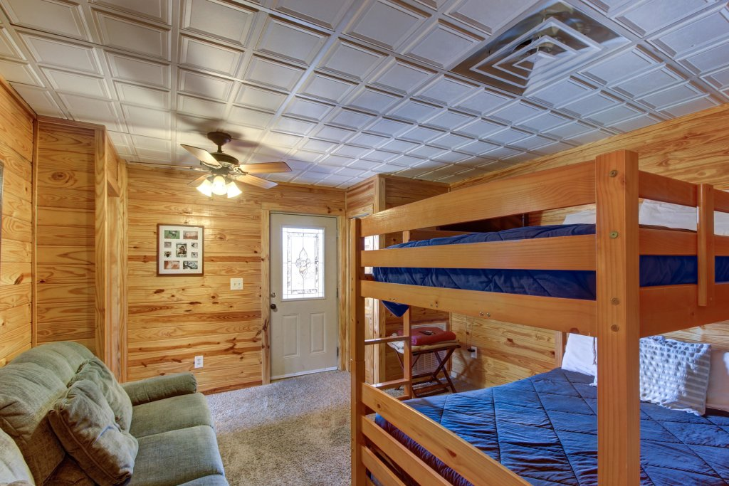 Photo of a Sevierville Cabin named Fit For Kings Cabin - This is the thirty-fourth photo in the set.