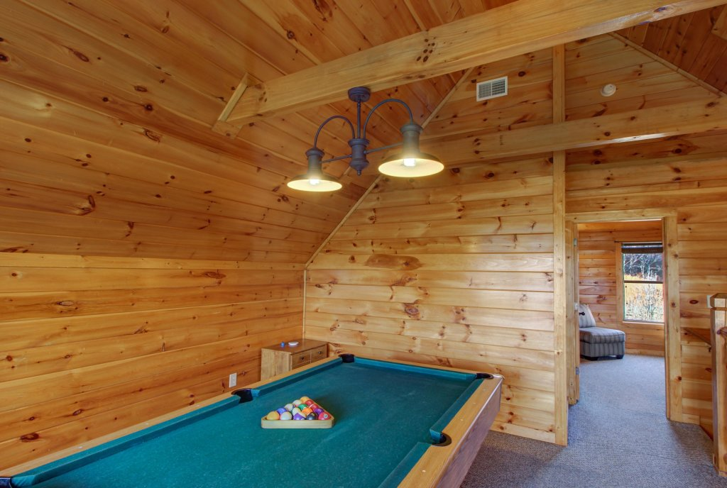 Photo of a Sevierville Cabin named Fit For Kings Cabin - This is the forty-second photo in the set.
