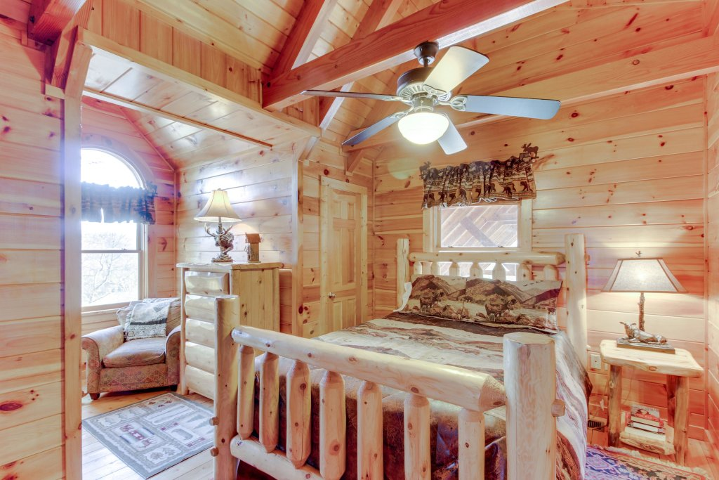 Photo of a Sevierville Cabin named Heaven On A Hill Cabin - This is the sixteenth photo in the set.