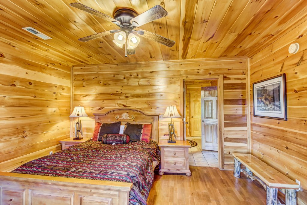 Photo of a Sevierville Cabin named Serenity's View Cabin - This is the thirty-second photo in the set.