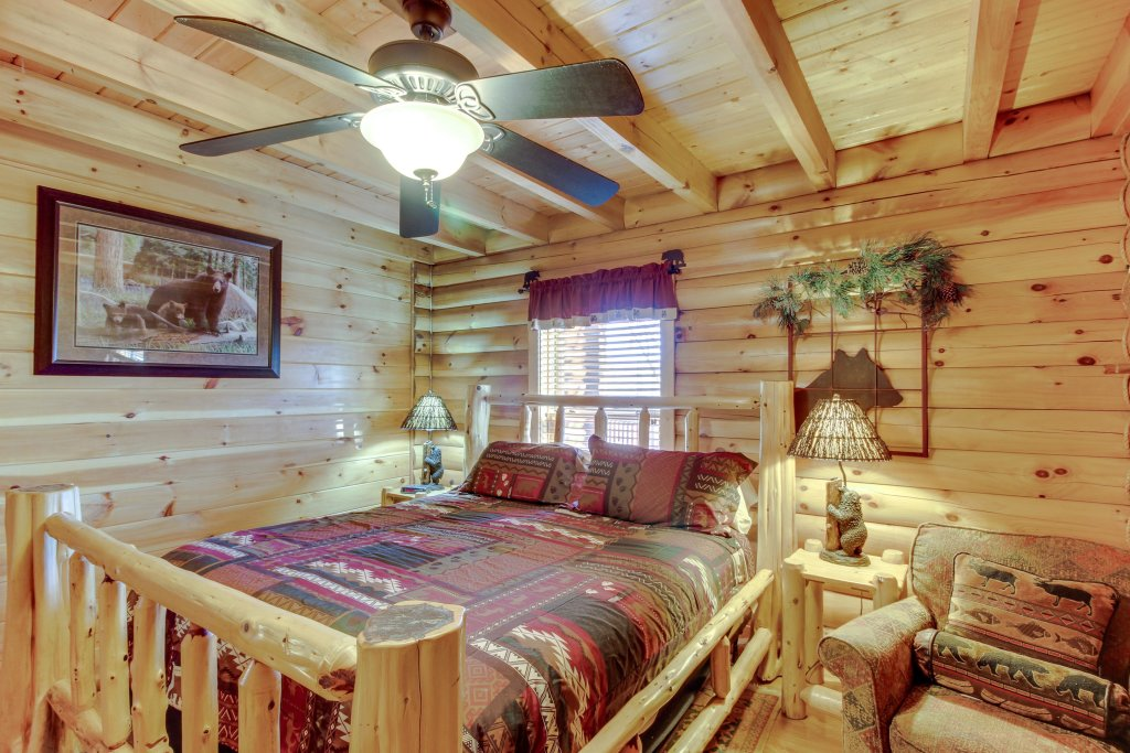 Photo of a Sevierville Cabin named Heaven On A Hill Cabin - This is the forty-third photo in the set.