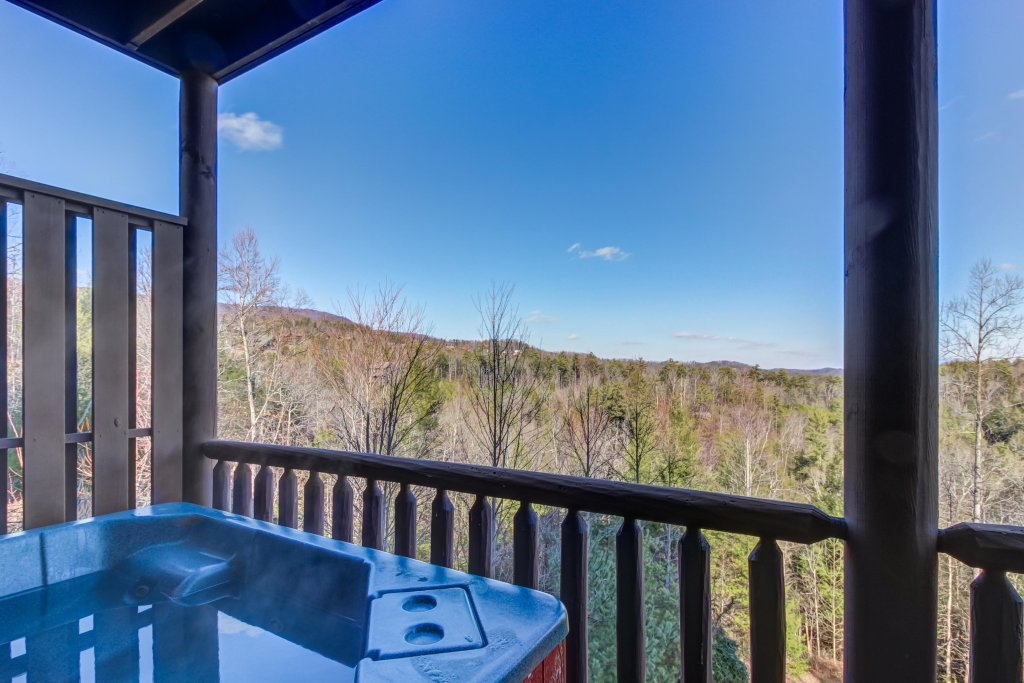 Photo of a Sevierville Cabin named Serenity's View Cabin - This is the third photo in the set.