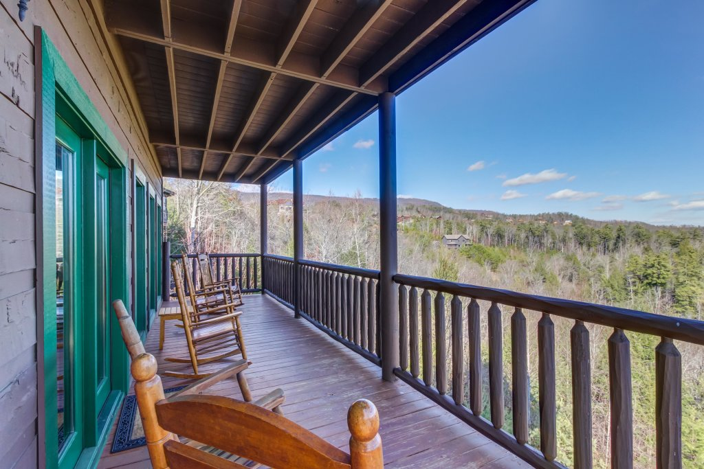 Photo of a Sevierville Cabin named Serenity's View Cabin - This is the twenty-fourth photo in the set.