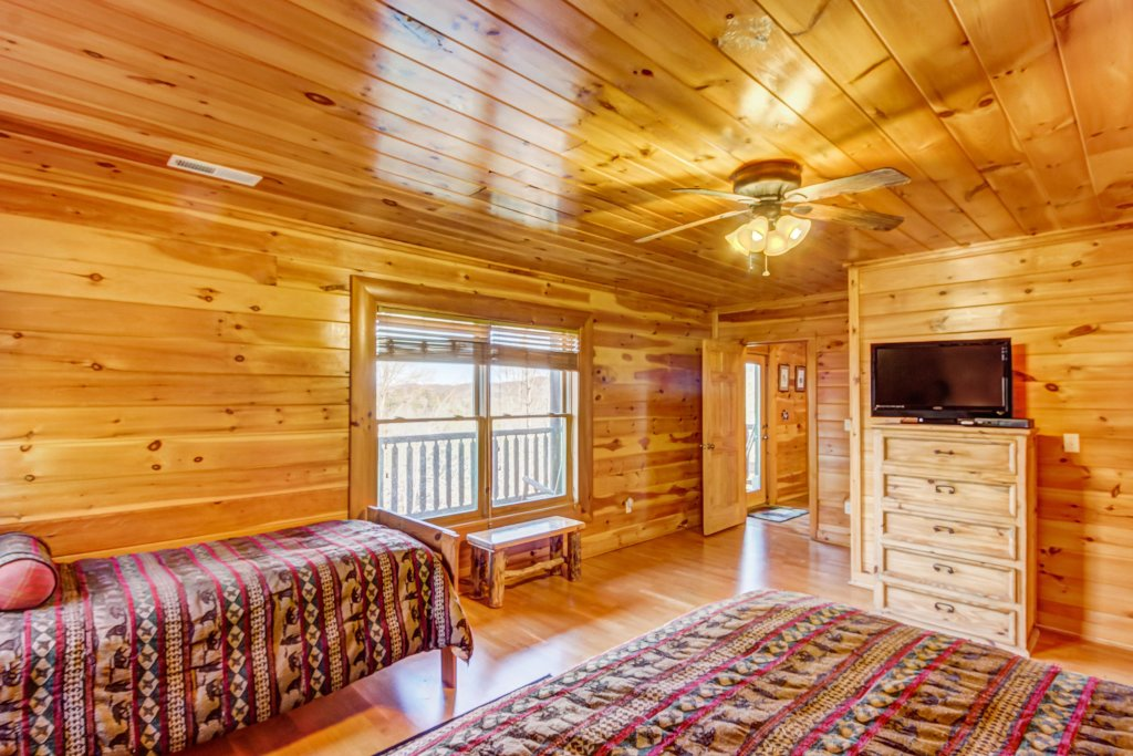 Photo of a Sevierville Cabin named Serenity's View Cabin - This is the eighteenth photo in the set.