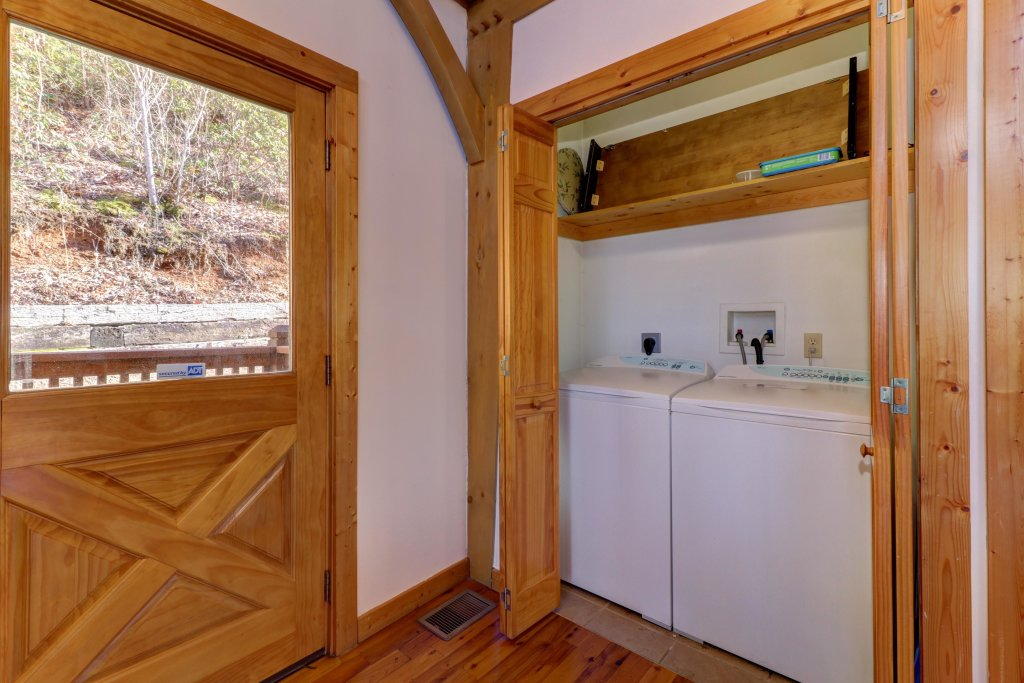 Photo of a Sevierville Cabin named Mama Bear Creek Bridge Cabin - This is the twenty-second photo in the set.