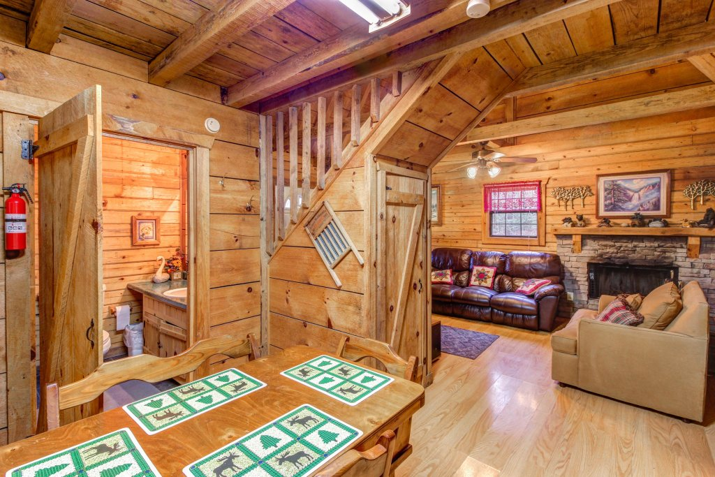 Photo of a Sevierville Cabin named Bear Haven Cabin - This is the seventeenth photo in the set.