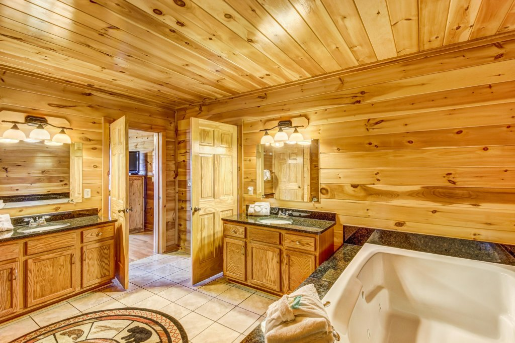 Photo of a Sevierville Cabin named Serenity's View Cabin - This is the twentieth photo in the set.