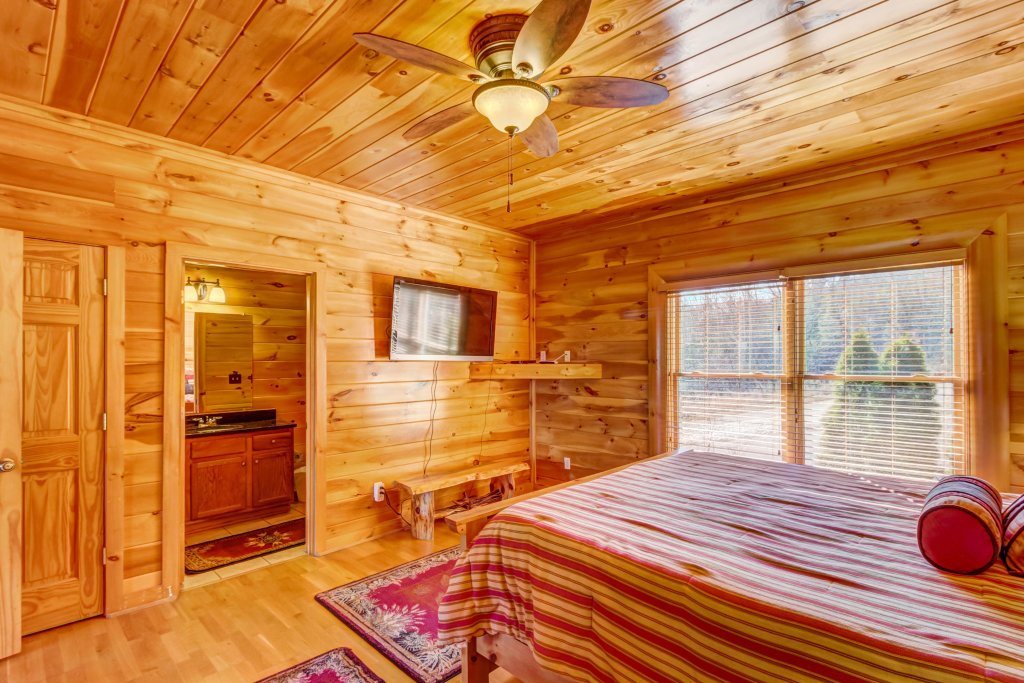 Photo of a Sevierville Cabin named Serenity's View Cabin - This is the twenty-second photo in the set.