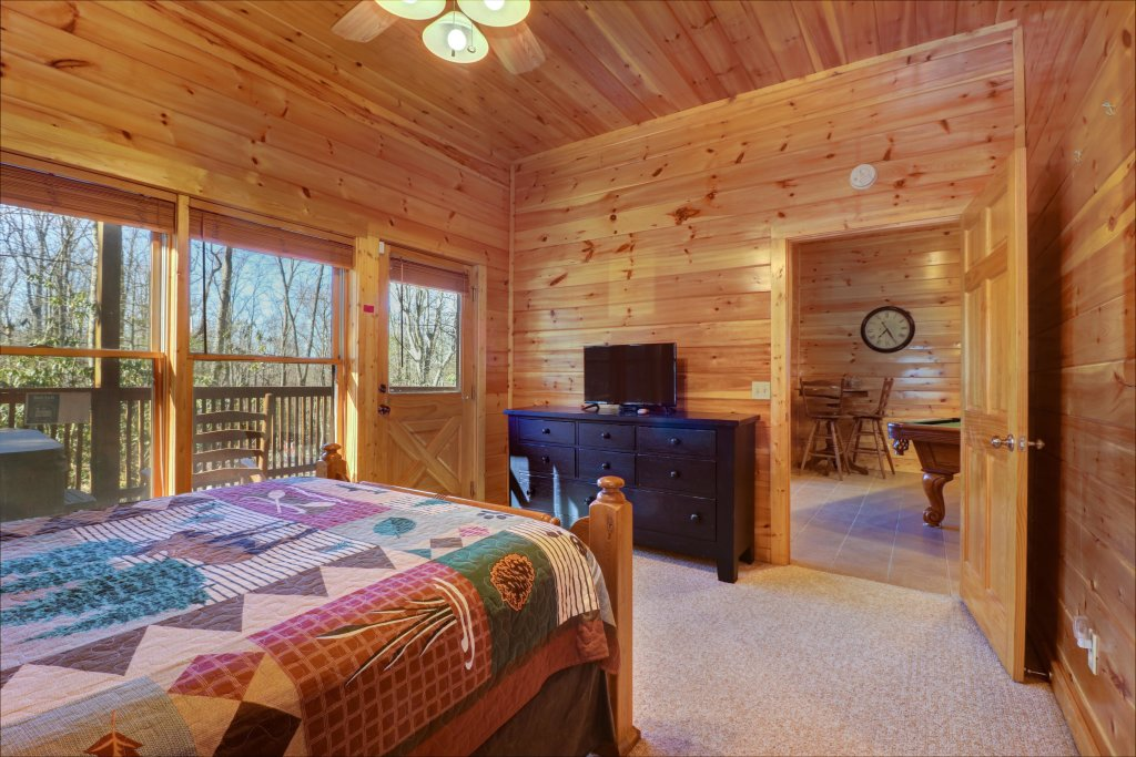 Photo of a Sevierville Cabin named Mama Bear Creek Bridge Cabin - This is the nineteenth photo in the set.