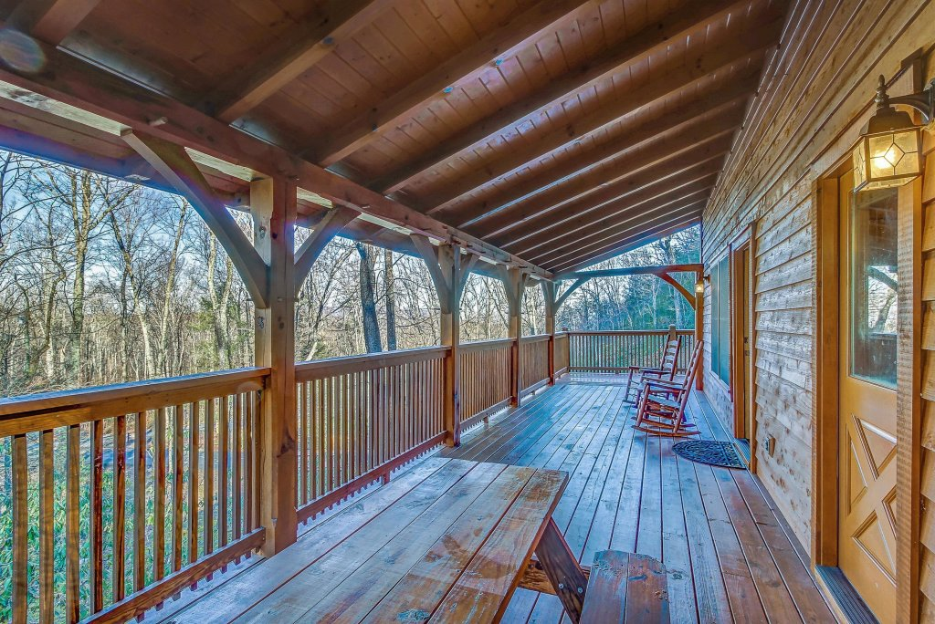 Photo of a Sevierville Cabin named Mama Bear Creek Bridge Cabin - This is the twenty-sixth photo in the set.