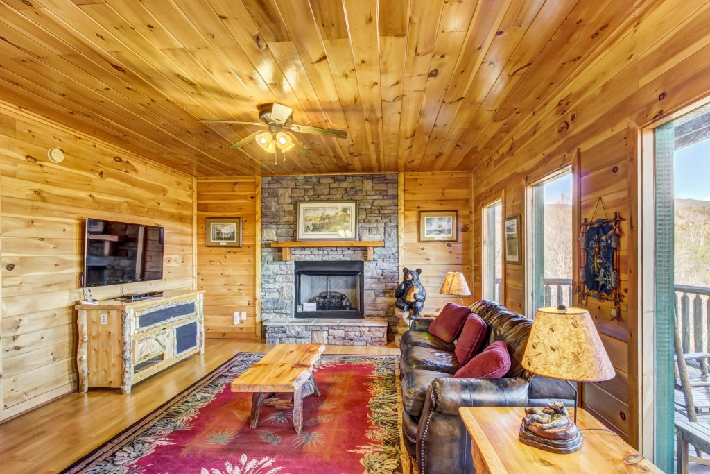 Photo of a Sevierville Cabin named Serenity's View Cabin - This is the second photo in the set.