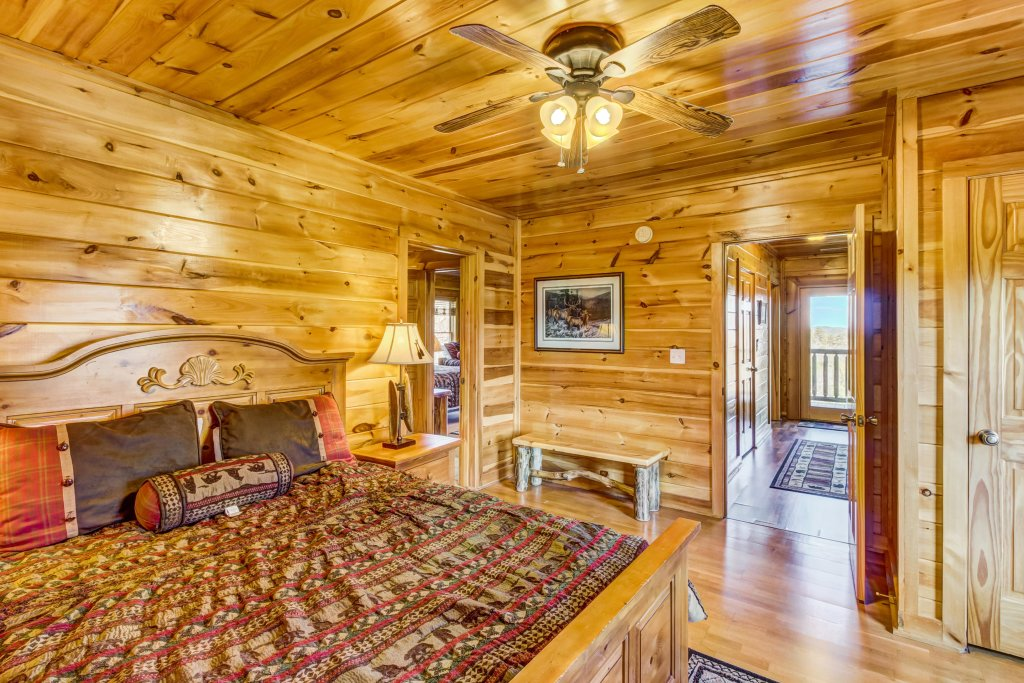 Photo of a Sevierville Cabin named Serenity's View Cabin - This is the twenty-first photo in the set.