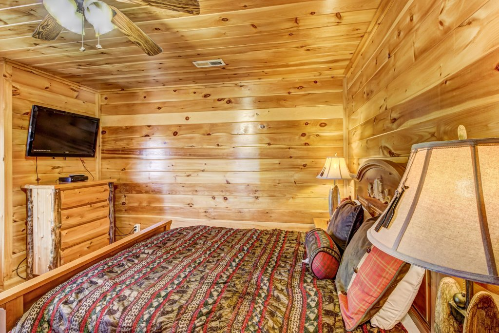 Photo of a Sevierville Cabin named Serenity's View Cabin - This is the fourteenth photo in the set.
