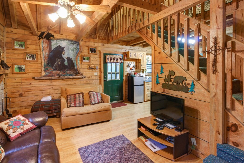 Photo of a Sevierville Cabin named Bear Haven Cabin - This is the first photo in the set.