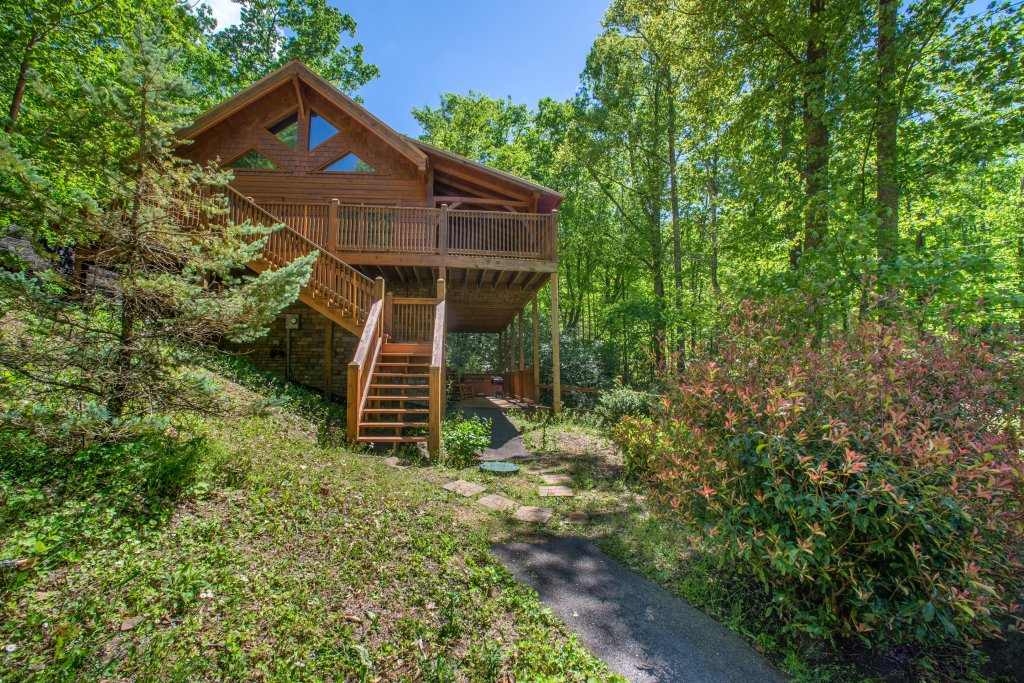 Photo of a Sevierville Cabin named Mama Bear Creek Bridge Cabin - This is the tenth photo in the set.