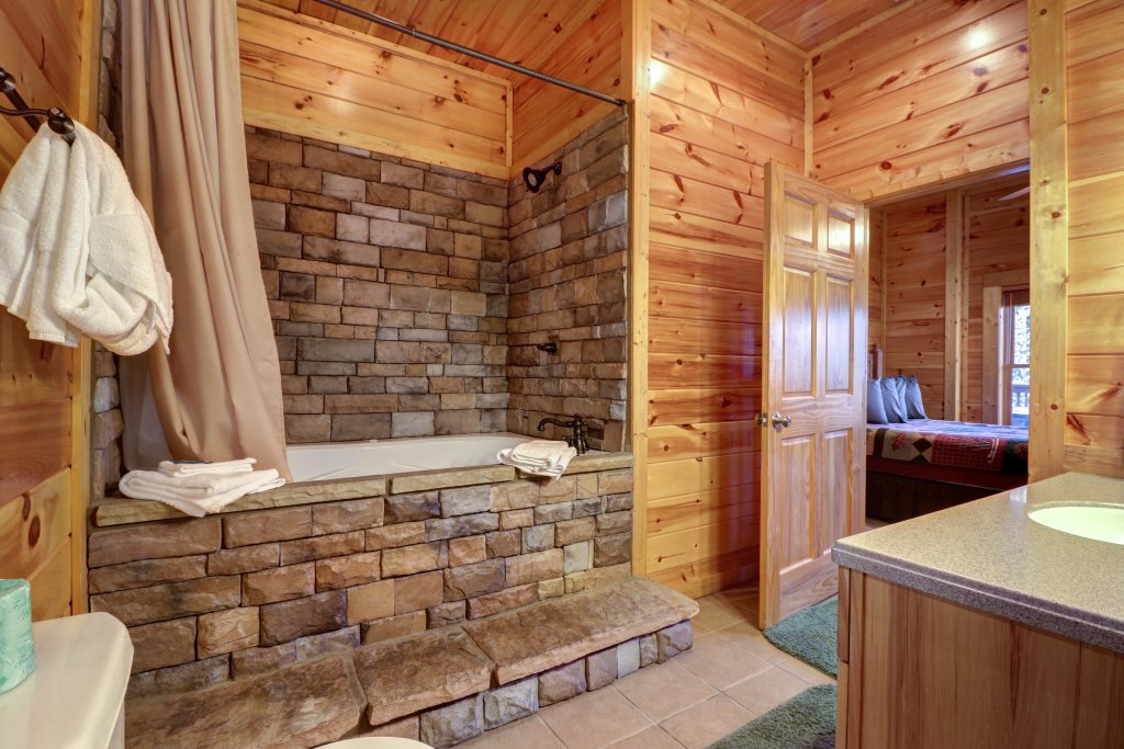 Photo of a Sevierville Cabin named Mama Bear Creek Bridge Cabin - This is the twenty-first photo in the set.