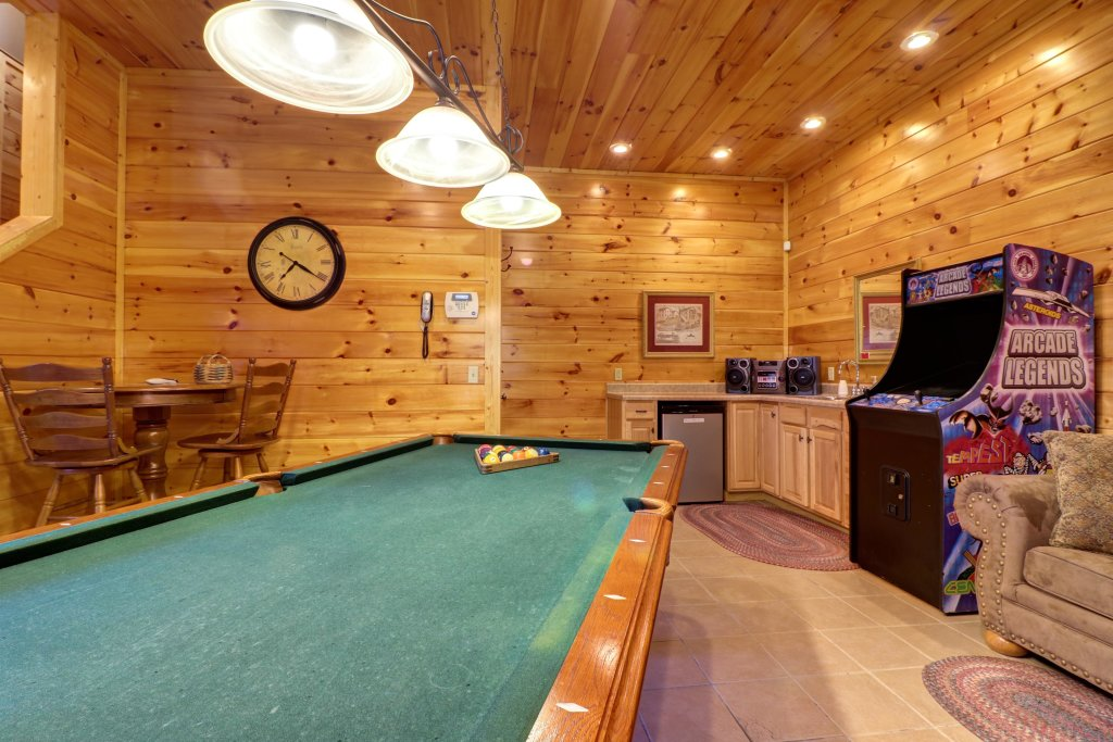 Photo of a Sevierville Cabin named Mama Bear Creek Bridge Cabin - This is the sixteenth photo in the set.