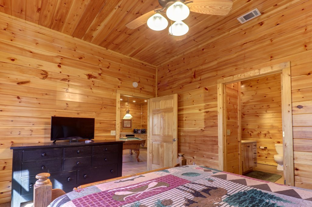 Photo of a Sevierville Cabin named Mama Bear Creek Bridge Cabin - This is the fortieth photo in the set.