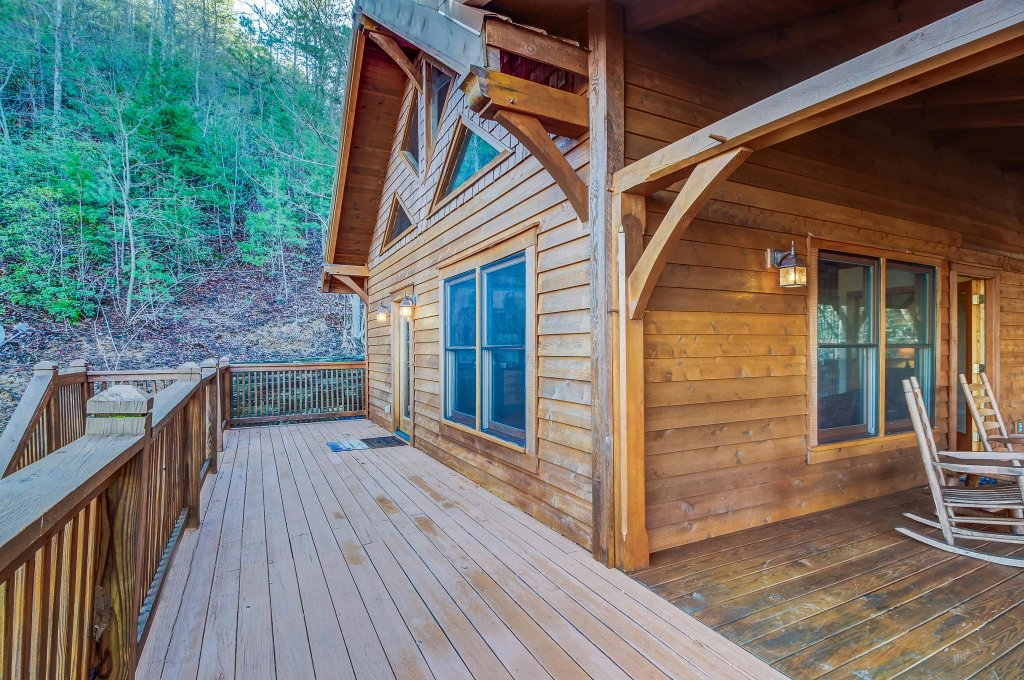 Photo of a Sevierville Cabin named Mama Bear Creek Bridge Cabin - This is the twenty-ninth photo in the set.