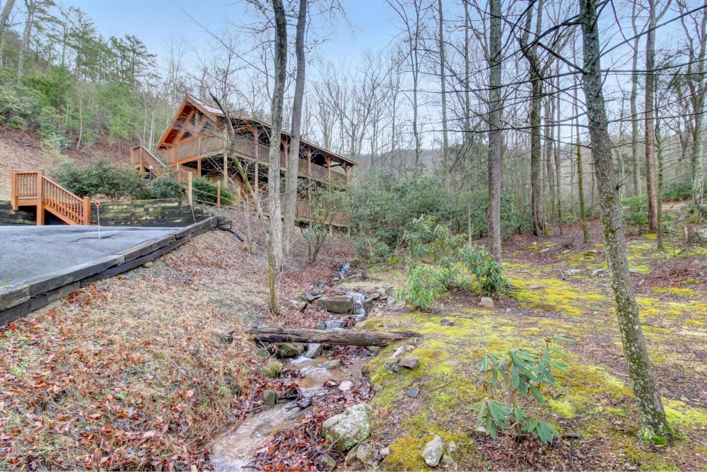 Photo of a Sevierville Cabin named Mama Bear Creek Bridge Cabin - This is the forty-third photo in the set.