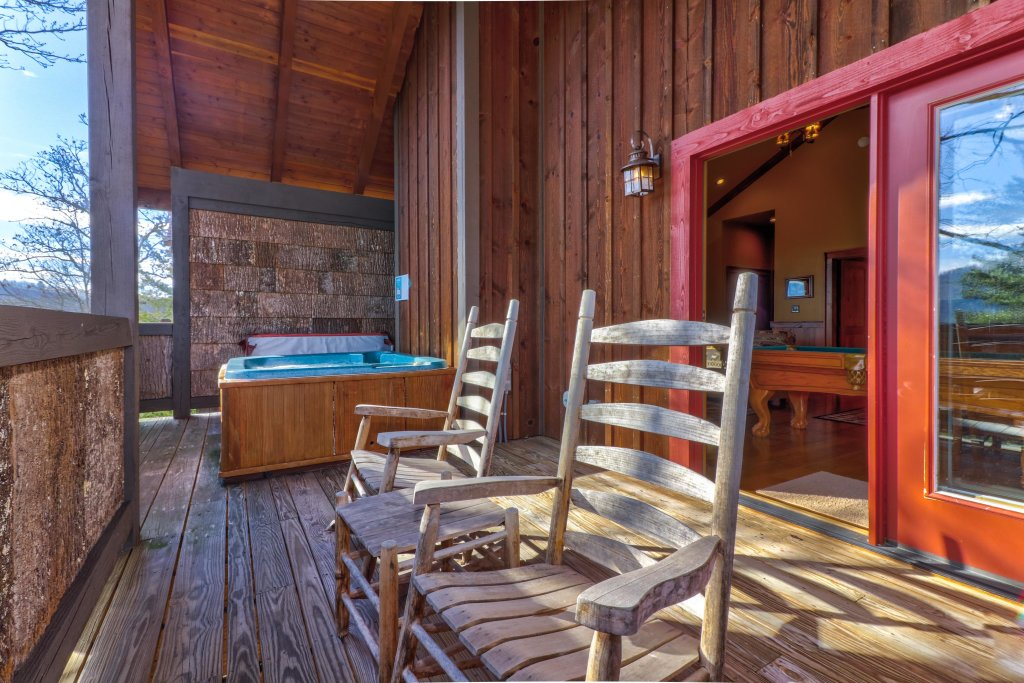 Photo of a Sevierville Cabin named Mountain Solitude Cabin - This is the third photo in the set.