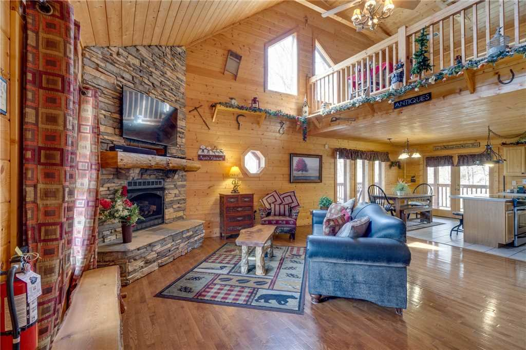Photo of a Sevierville Cabin named Majestic Hideaway - This is the second photo in the set.