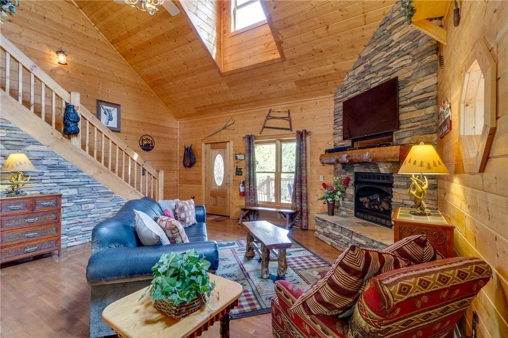 Photo of a Sevierville Cabin named Majestic Hideaway - This is the fourth photo in the set.