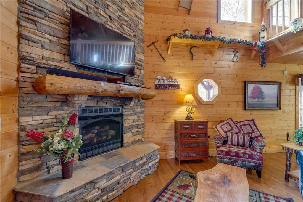 Photo of a Sevierville Cabin named Majestic Hideaway - This is the fifth photo in the set.