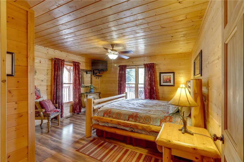 Photo of a Sevierville Cabin named Majestic Hideaway - This is the sixteenth photo in the set.