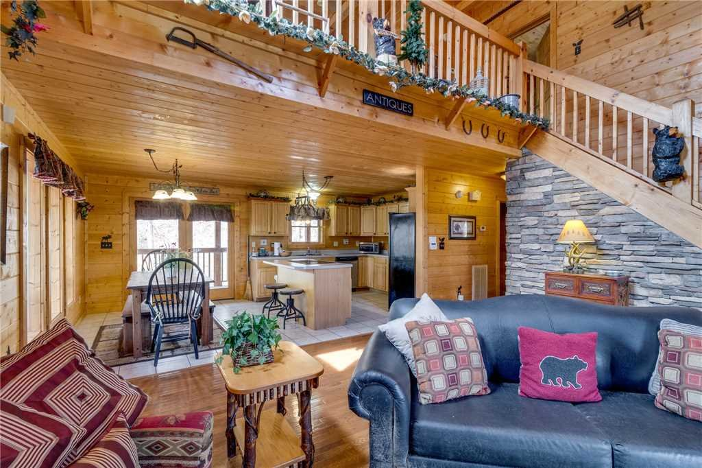 Photo of a Sevierville Cabin named Majestic Hideaway - This is the sixth photo in the set.