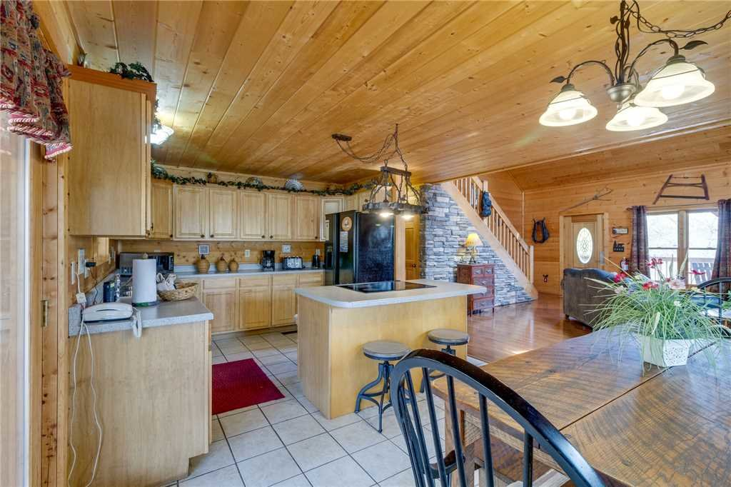 Photo of a Sevierville Cabin named Majestic Hideaway - This is the eleventh photo in the set.