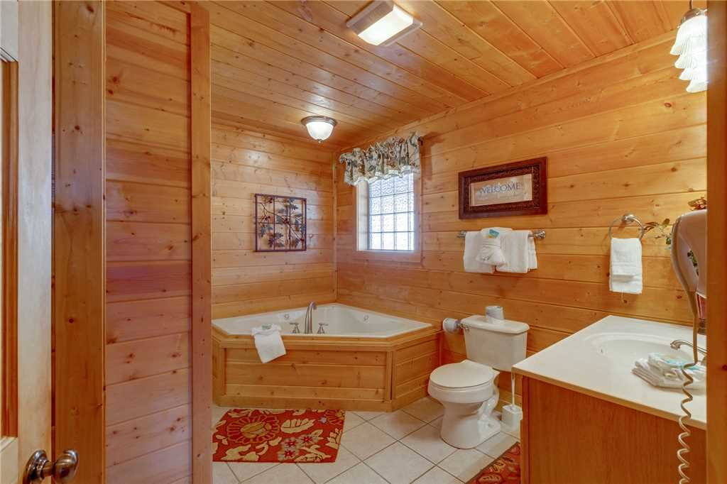 Photo of a Sevierville Cabin named Majestic Hideaway - This is the nineteenth photo in the set.