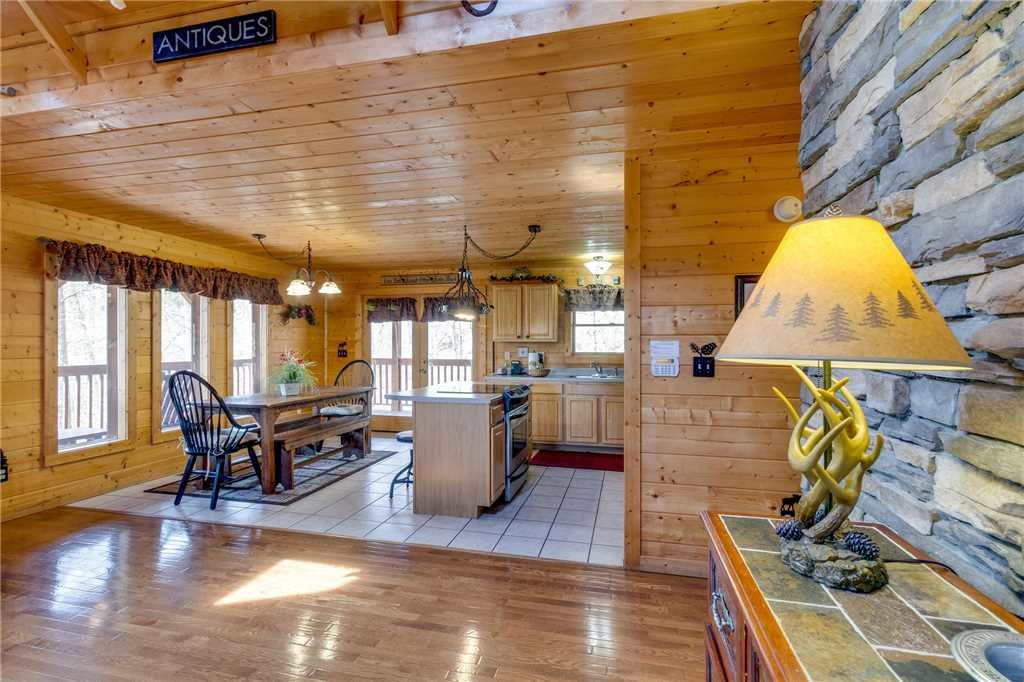 Photo of a Sevierville Cabin named Majestic Hideaway - This is the seventh photo in the set.