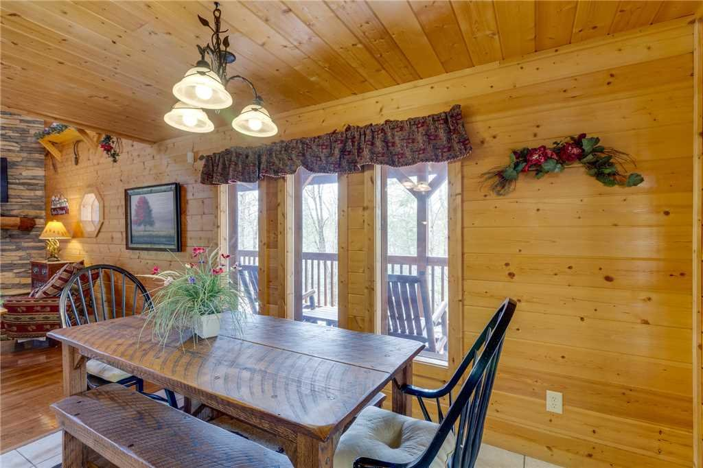 Photo of a Sevierville Cabin named Majestic Hideaway - This is the tenth photo in the set.