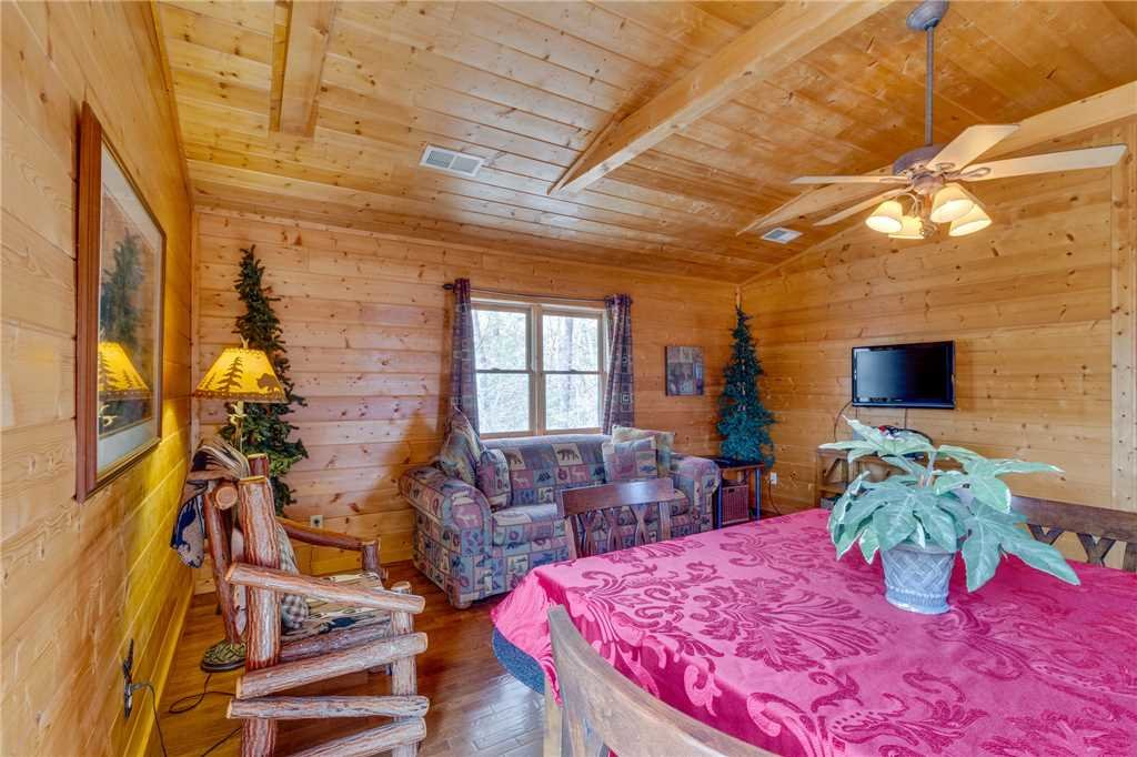 Photo of a Sevierville Cabin named Majestic Hideaway - This is the twenty-fifth photo in the set.