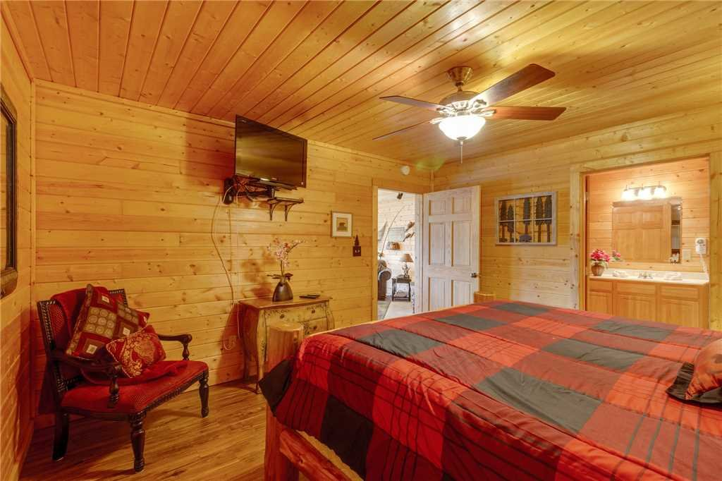 Photo of a Sevierville Cabin named Majestic Hideaway - This is the forty-first photo in the set.