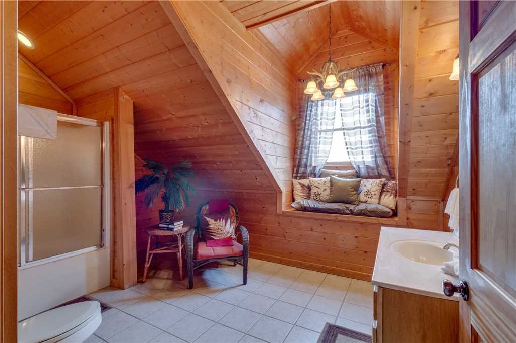 Photo of a Sevierville Cabin named Majestic Hideaway - This is the thirty-first photo in the set.