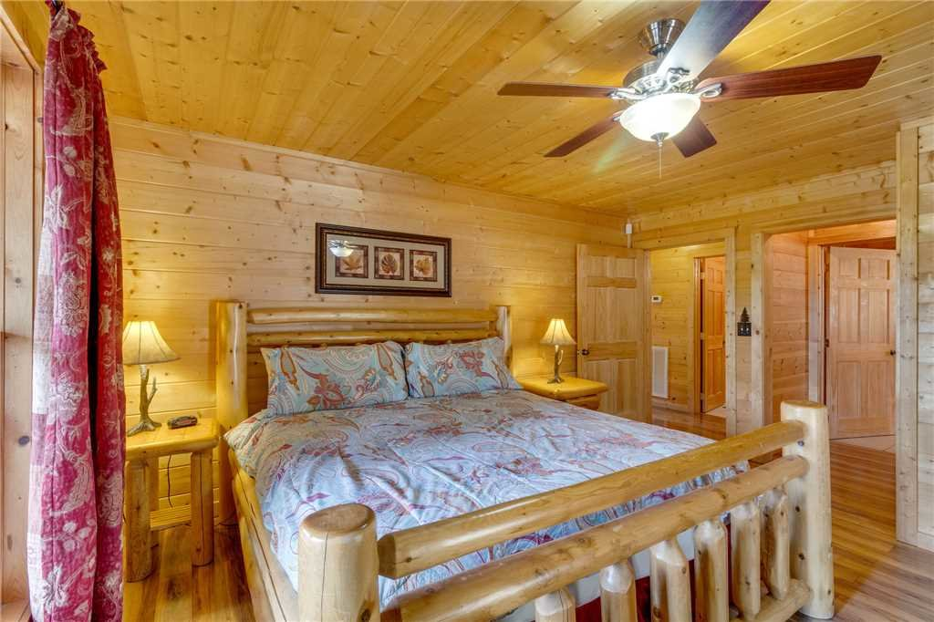 Photo of a Sevierville Cabin named Majestic Hideaway - This is the eighteenth photo in the set.