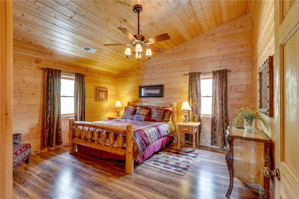 Photo of a Sevierville Cabin named Majestic Hideaway - This is the twenty-seventh photo in the set.