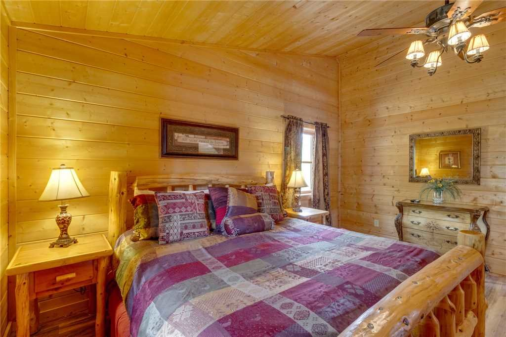 Photo of a Sevierville Cabin named Majestic Hideaway - This is the twenty-ninth photo in the set.