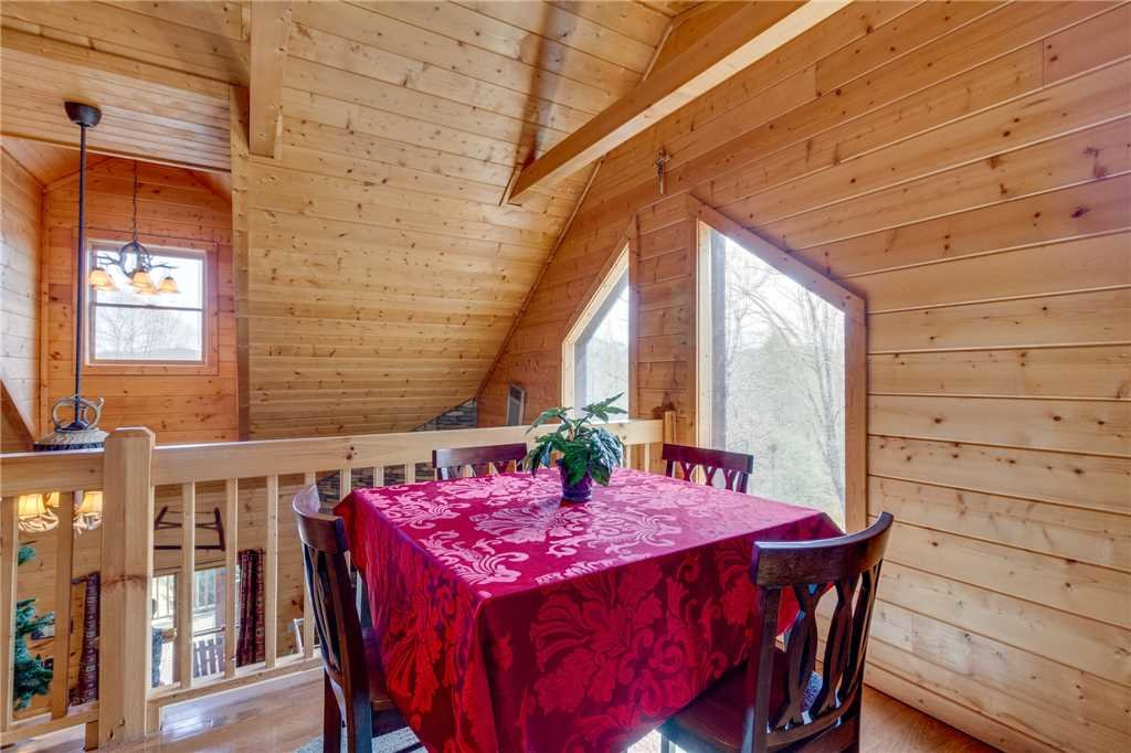 Photo of a Sevierville Cabin named Majestic Hideaway - This is the twenty-fourth photo in the set.