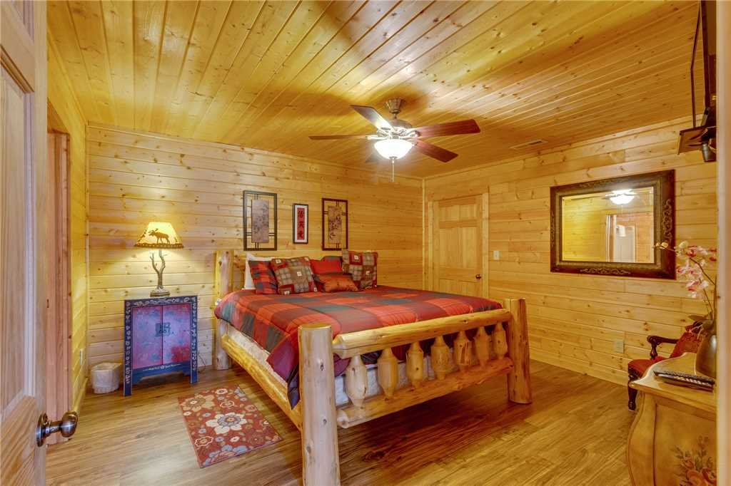 Photo of a Sevierville Cabin named Majestic Hideaway - This is the fortieth photo in the set.