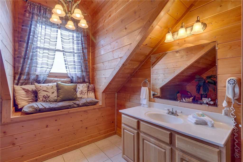Photo of a Sevierville Cabin named Majestic Hideaway - This is the thirty-second photo in the set.