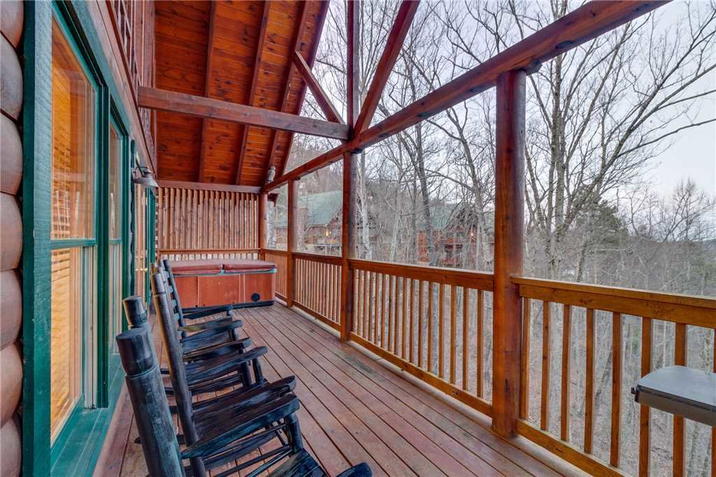 Photo of a Pigeon Forge Cabin named Cozy Bear Cabin - This is the thirty-second photo in the set.