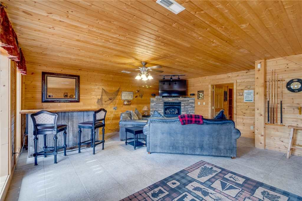 Photo of a Sevierville Cabin named Majestic Hideaway - This is the thirty-sixth photo in the set.
