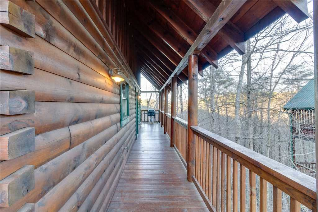 Photo of a Pigeon Forge Cabin named Cozy Bear Cabin - This is the forty-second photo in the set.